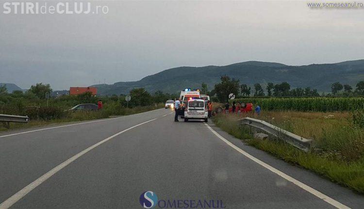 Două accidente au avut loc, aproape simultan, pe un drum din Cluj. Două șoferițe au ajuns cu mașinile în șanț VIDEO
