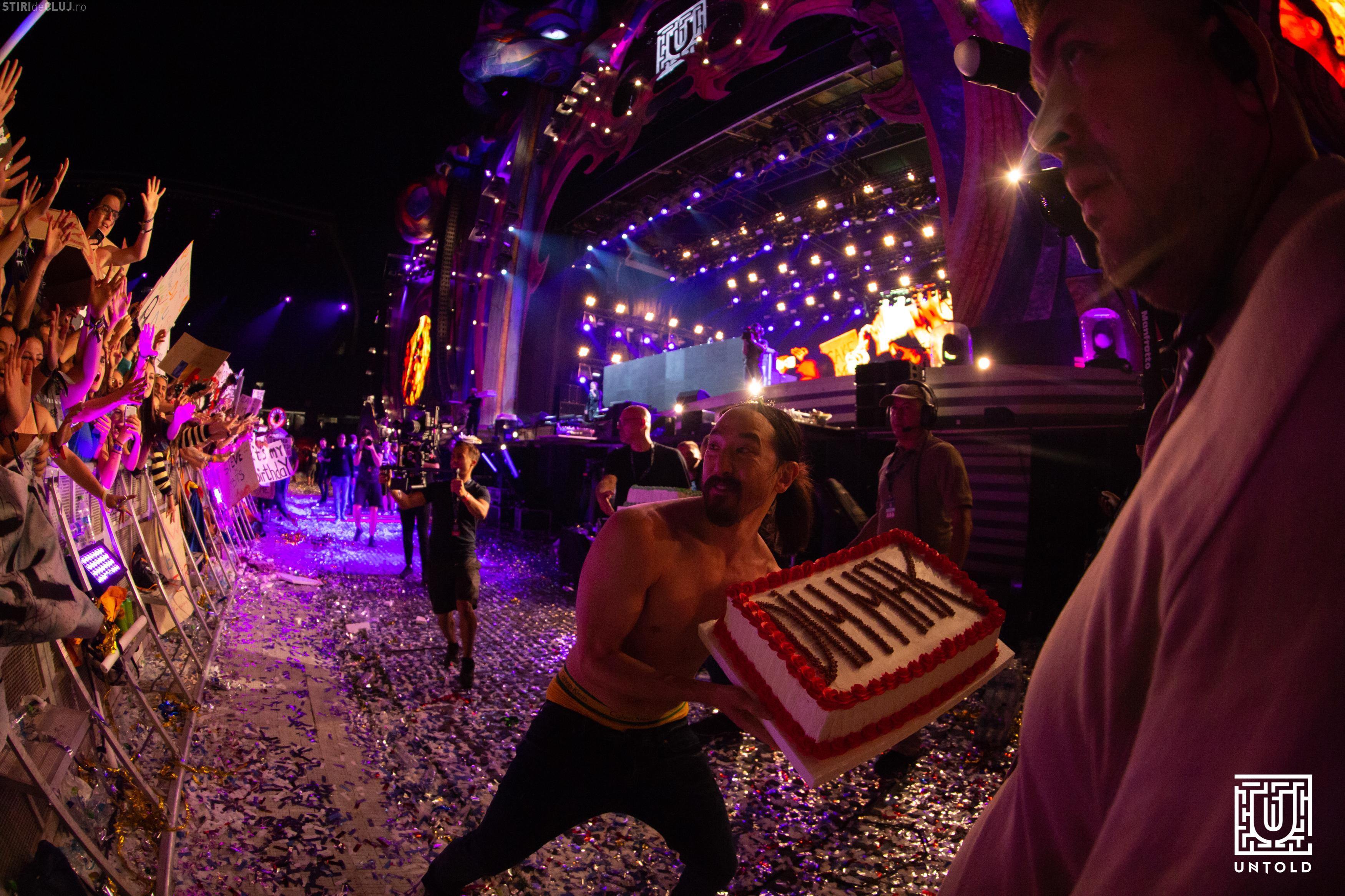 Steve Aoki a aruncat cu torturi în festivalierii de la Untold. Show total - VIDEO