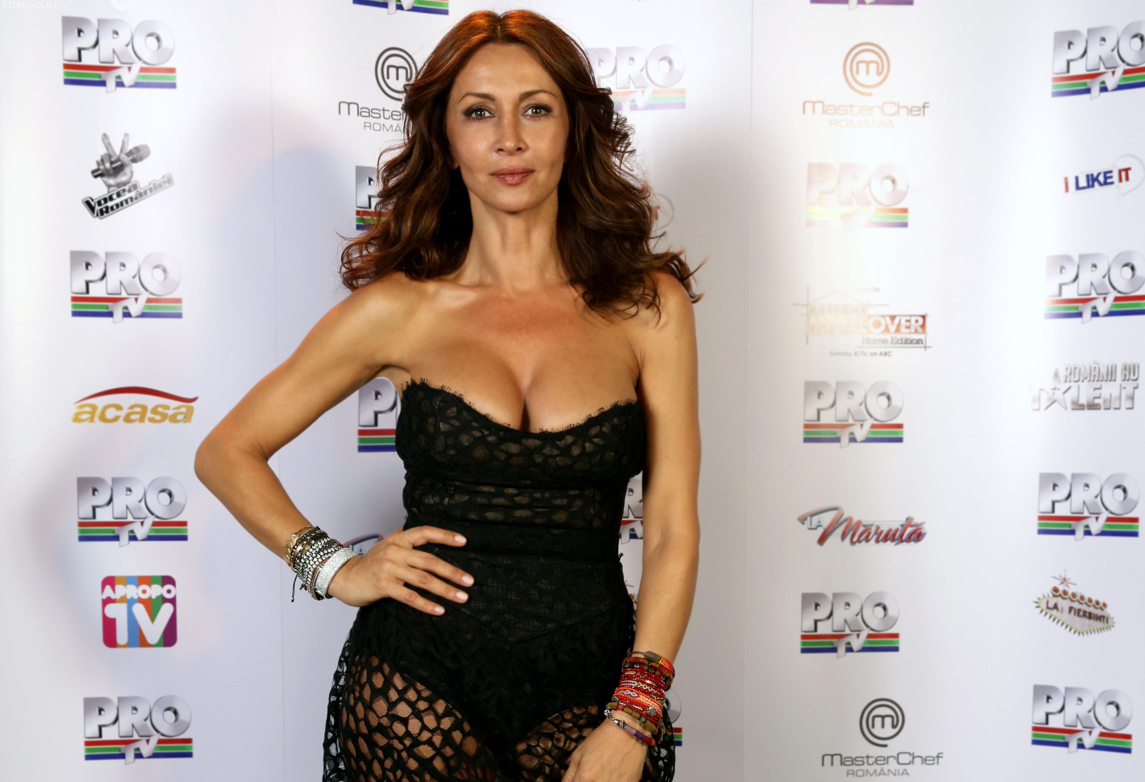 Mihaela Rădulescu s-a pozat topless la 49 de ani FOTO