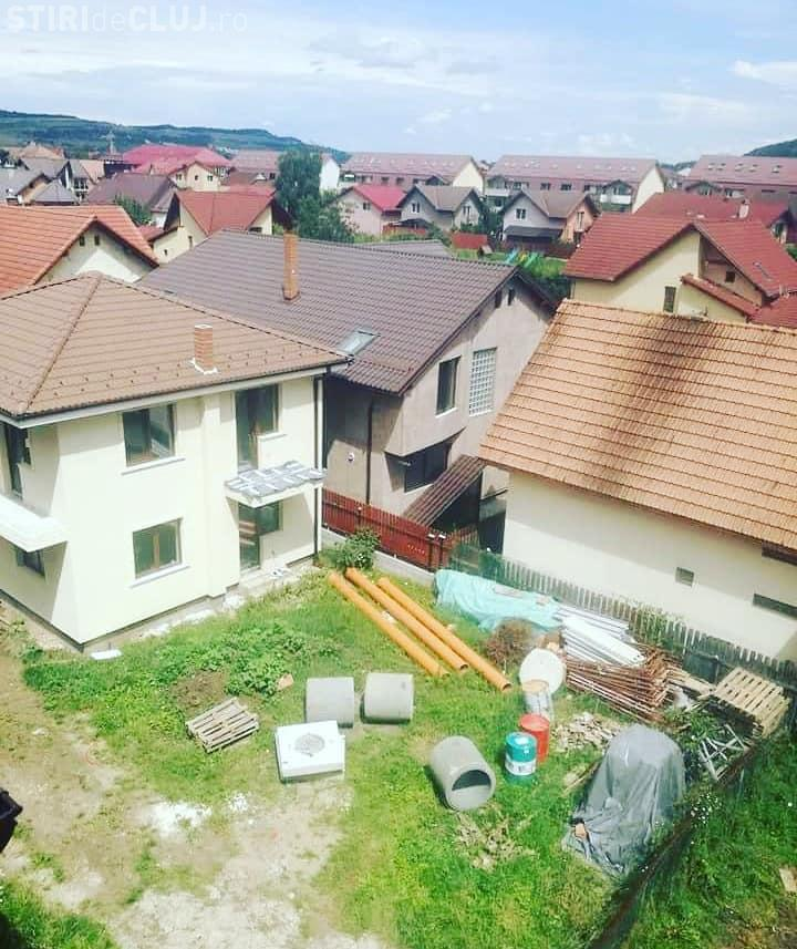 Casă construită peste altă casă în Florești - FOTO