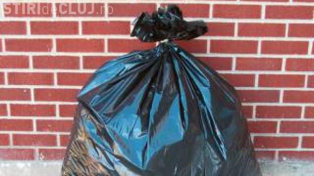 Nesimțirea se plătește! O femeie a primit acasă un colet cu tot gunoiul aruncat de ea pe marginea drumului