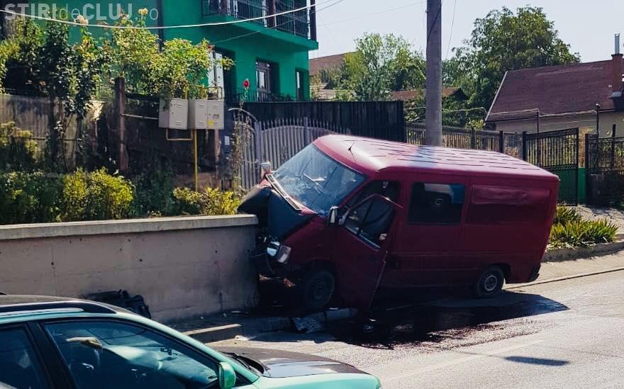 """Accident pe strada Oașului: """"M-am aplecat să iau telefonul pentru a răspunde și..."""" - FOTO"""