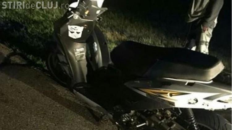 A condus un scuter mai mult de 200 de km pe autostradă folosind telefonul pe post de far - VIDEO