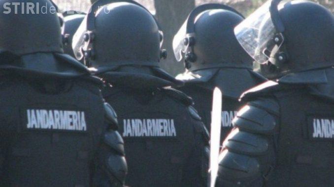 Protestatar: De ce mulți jandarmi aveau numerele de identificare de pe casti ascunse cu banda neagra? - FOTO