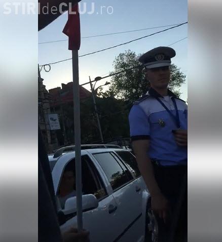 Șofer oprit în trafic pentru că avea steagul pus pe mașină. Polițist: Așa am primit ordin - VIDEO