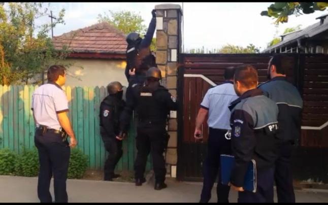 Percheziții la spărgătorii de locuințe din Baciu