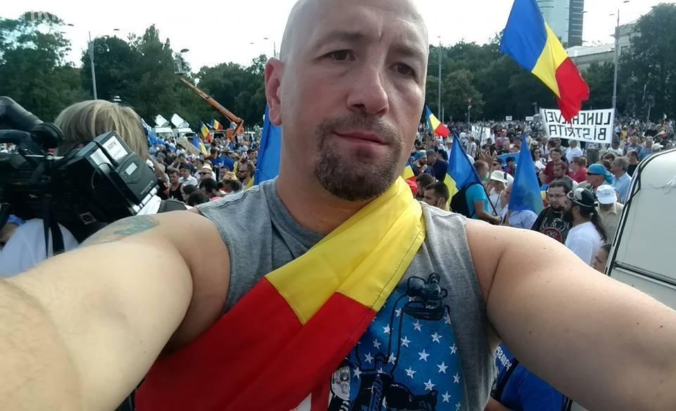 """""""Şeriful"""" american, originar din Cluj, Marius Stoica protesteză la București"""