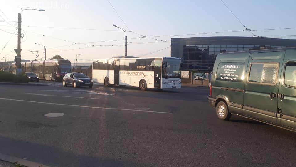 """Cluj: """"Pana prostului"""" pentru un șofer de la Centotrans. A blocat tramvaiul - FOTO"""