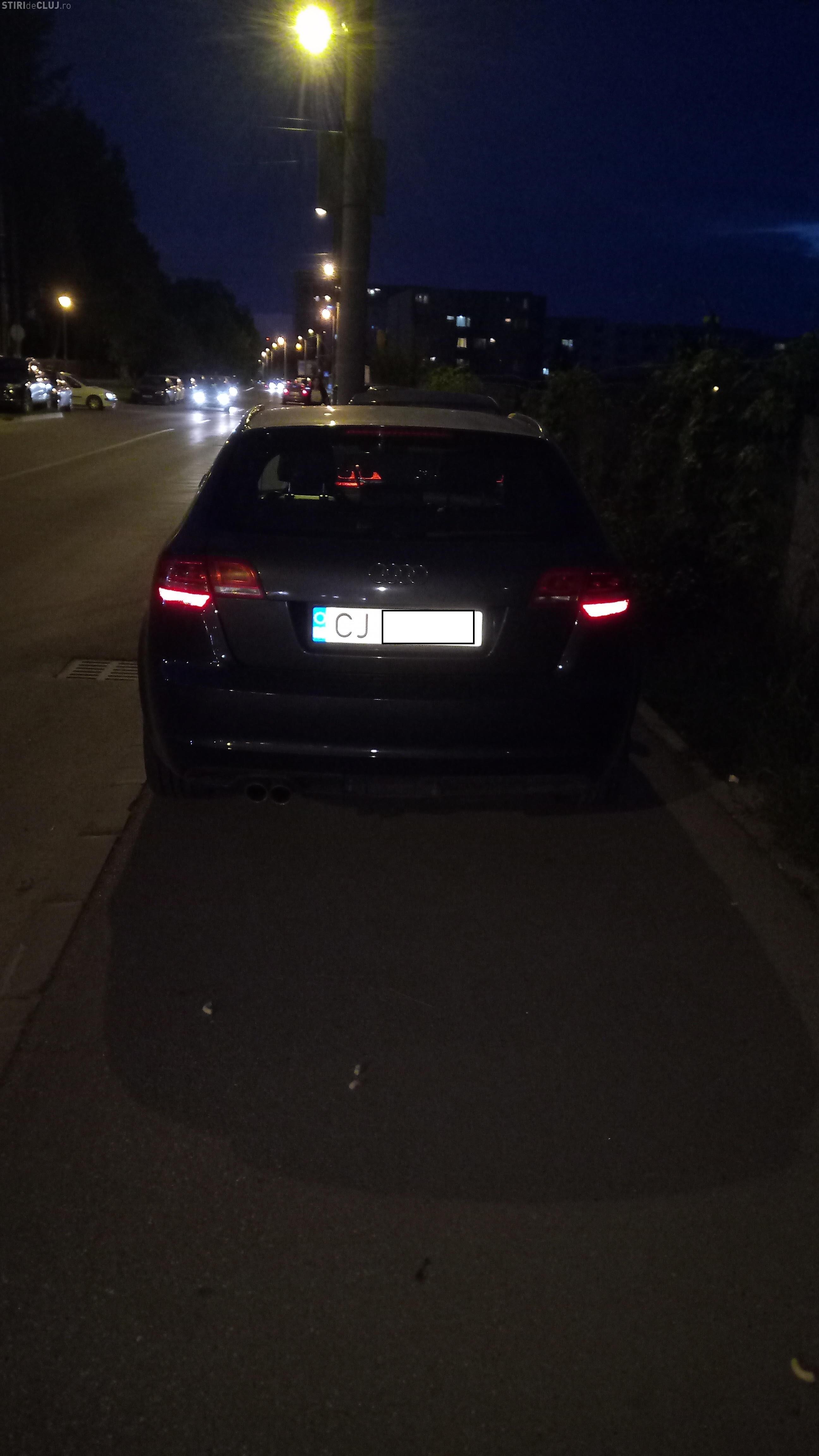 Parcare de nesimțit în capătul străzii Brâncuși. Oamenii îi bat obrazul primarului Emil Boc