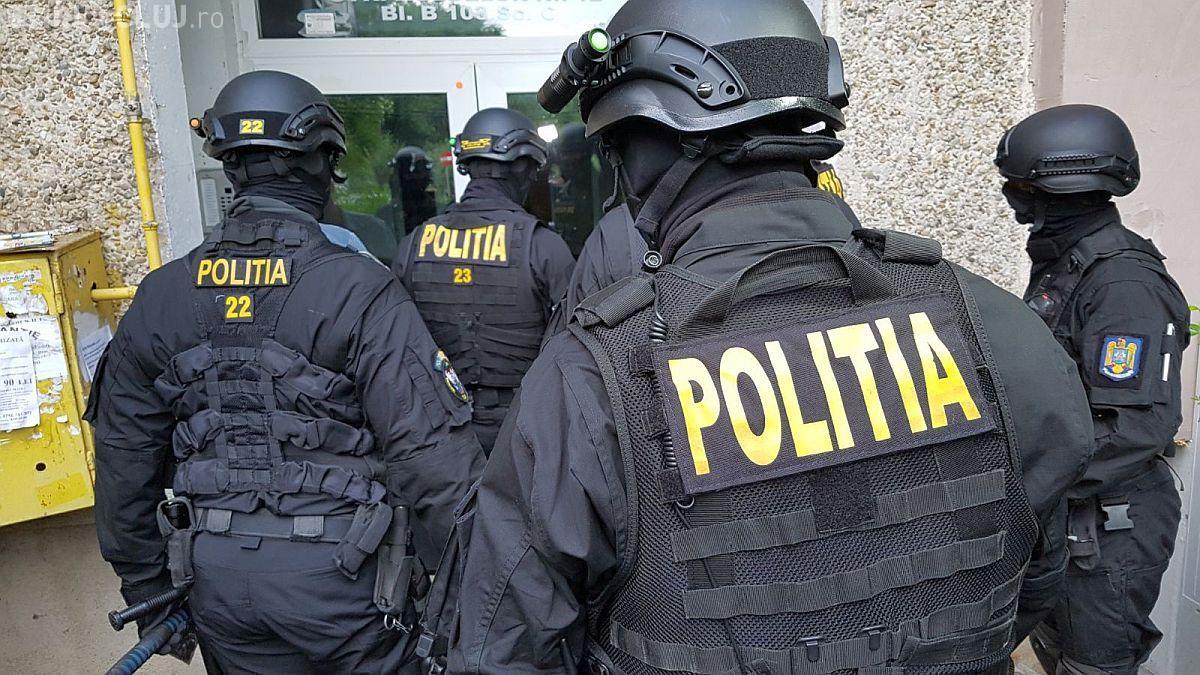 Percheziții la Cluj! Doi hoți sunt vizați de polițiști după ce au comis furturi din imobile aflate în construcție