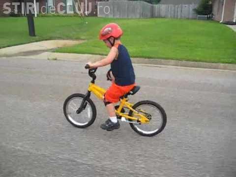 Halucinant! Minor de CINCI ani a mers cu bicicleta din Apahida până în Jucu