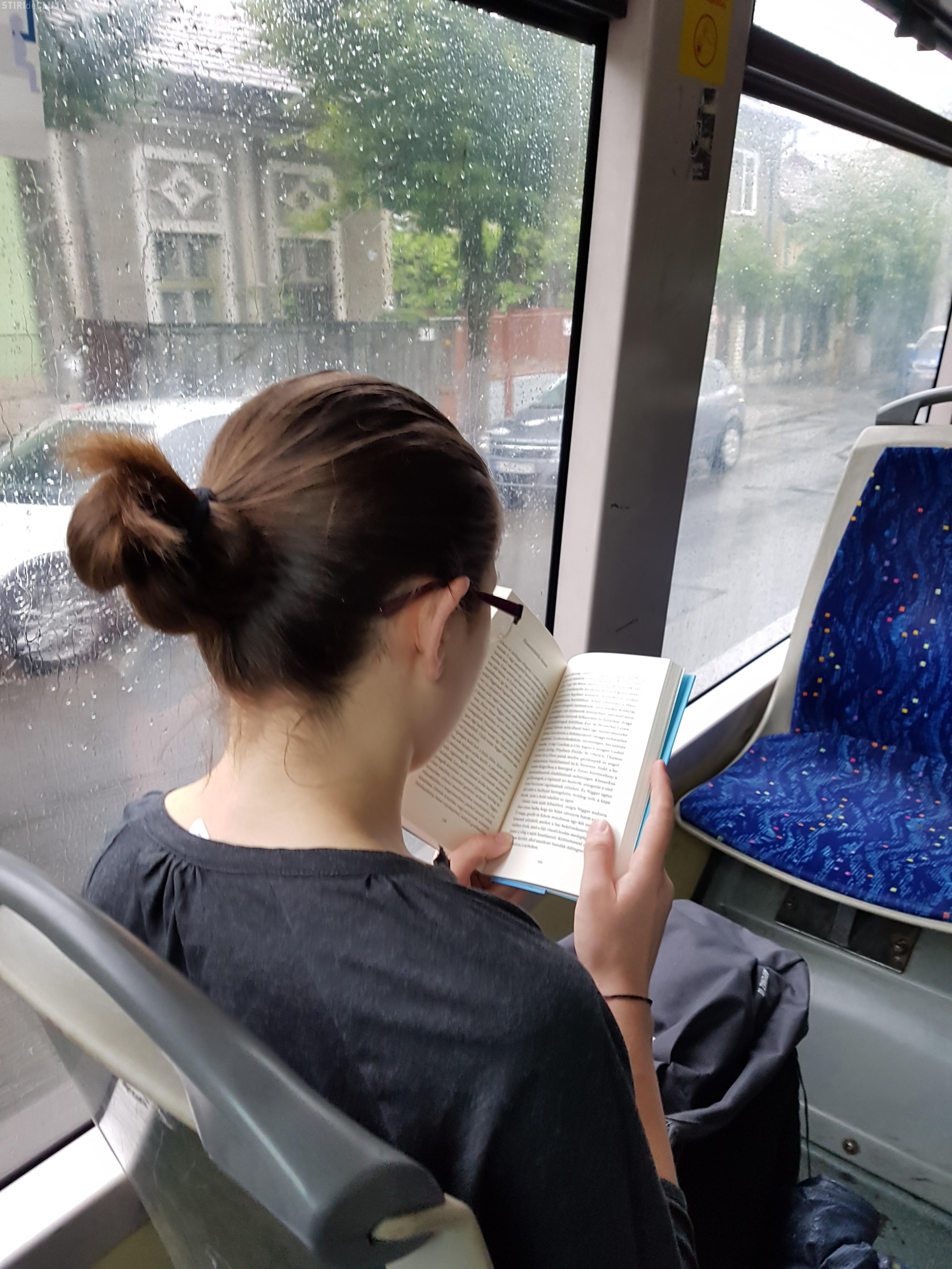 Cluj: Ai o carte la tine, circuli gratuit în autobuz, troleibuz sau tramvai