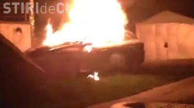 Autoturism incendiat pe strada Aurel Suciu - VIDEO