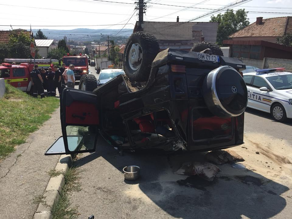 Accident în Cluj! Buturuga mică, răstoarnă carul mare - FOTO