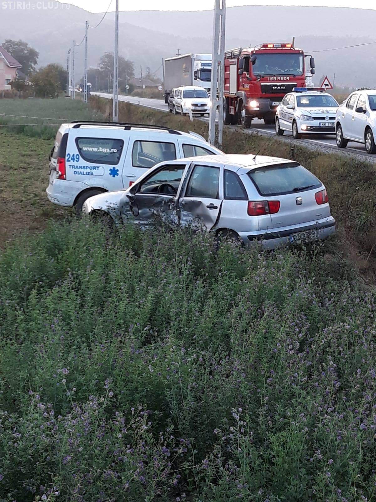 Accident pe DN 1C cu cinci răniți. Una dintre mașini făcea transport la dializă - FOTO