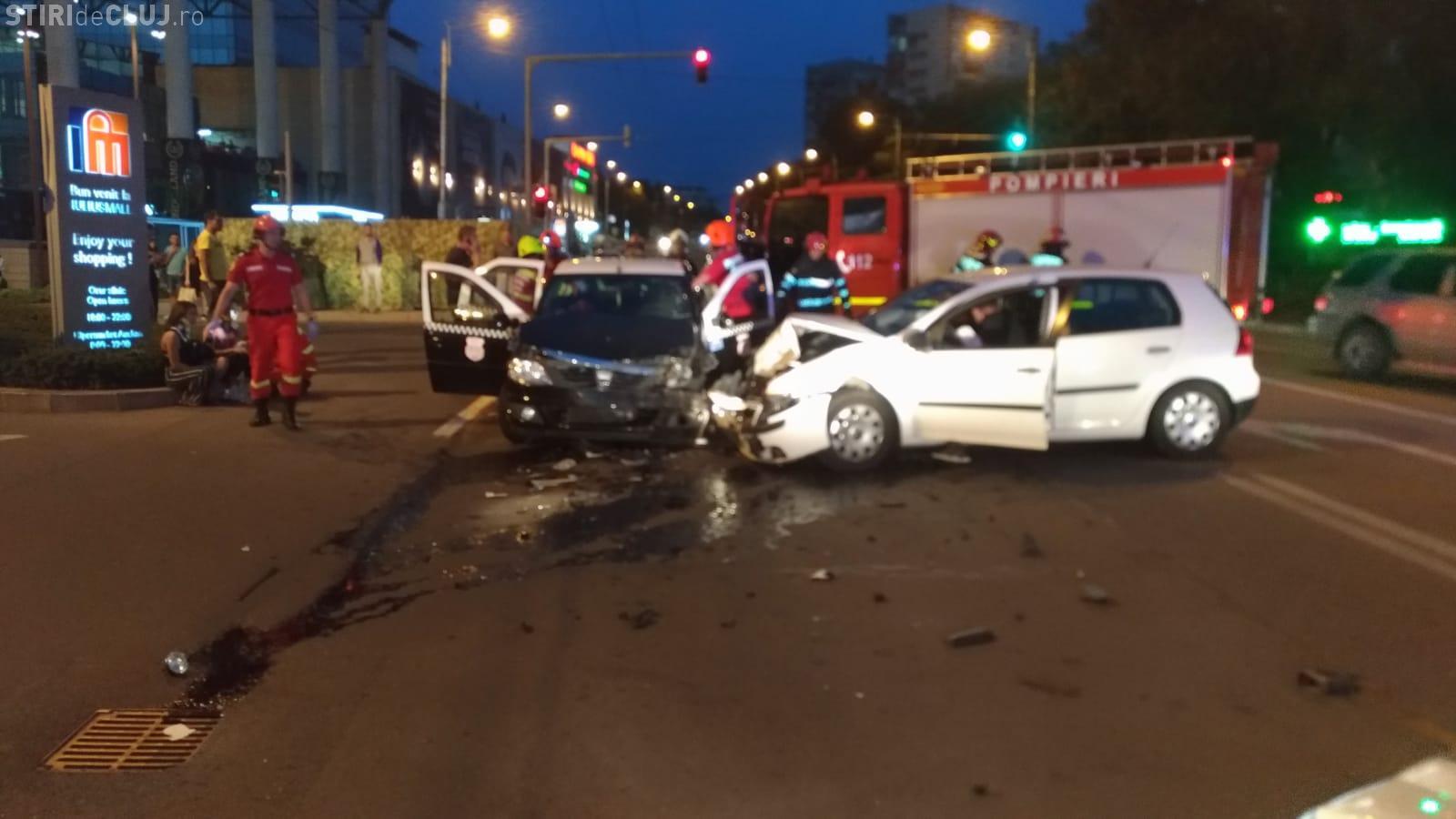 Accident în față la Iulius Mall Cluj! Trei persoane sunt rănite - FOTO