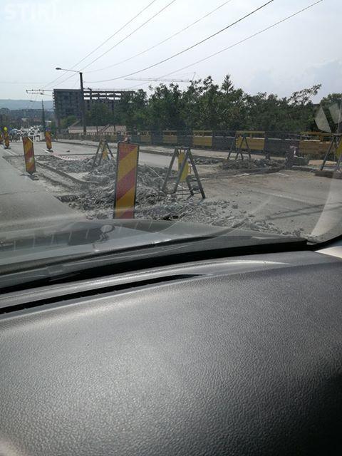 Podul de la Terapia, jumătate închis pentru lucrări, și abandonat - FOTO