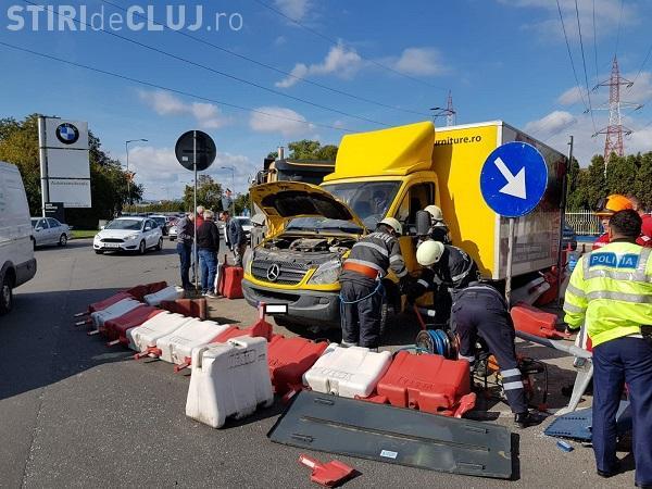 Accident cu trei mașini la sensul giratoriu de lângă reprezentanța BMW Florești. O persoană a ajuns la spital FOTO