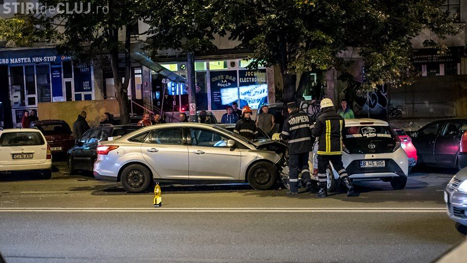 Accident pe Calea Florești! Un șofer de livrări al unui cunoscut fast-food a lovit în plin un autoturism FOTO