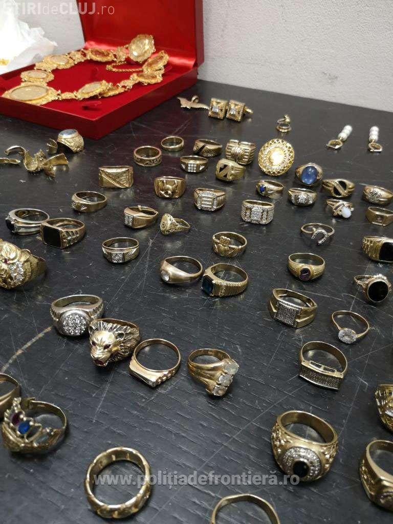 CLUJ: Minor prins de polițiști la aeroport cu 3 kilograme de bijuterii în bagaje, în valoare de aproape 500.000 de lei VIDEO