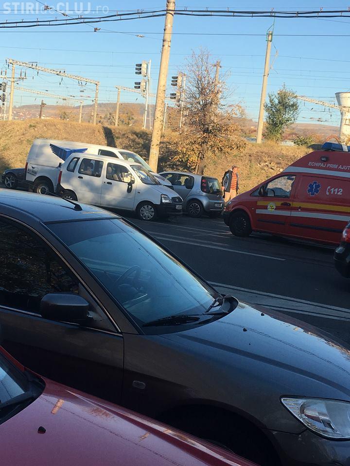 Accident pe strada Oașului. Două autoturisme s-au lovit pe linia de tramvai FOTO