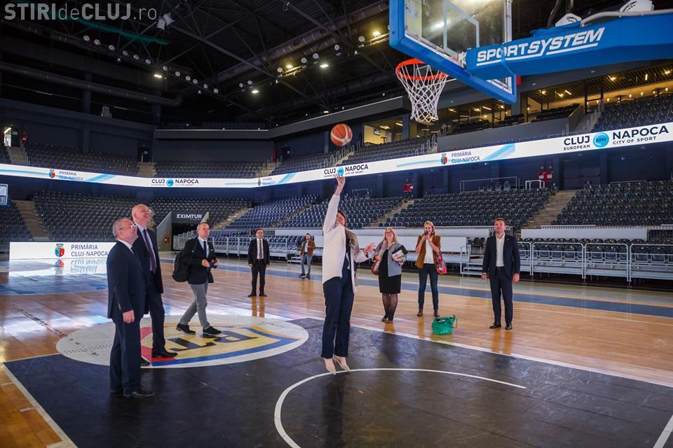 Cu cine a jucat Emil Boc baschet în BT Arena - FOTO