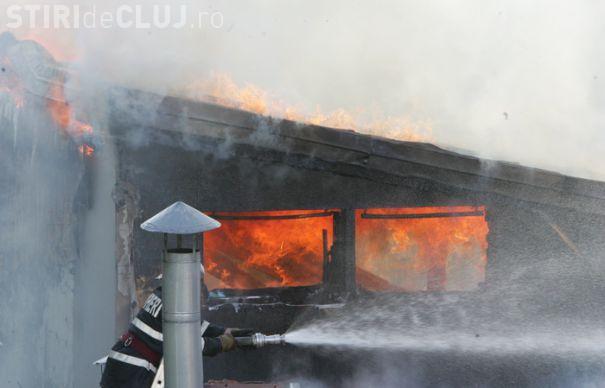 ISU CLUJ: Incendiu în Baciu / UPDATE: Incendiul a fost stins de un vecin ce merită felicitări