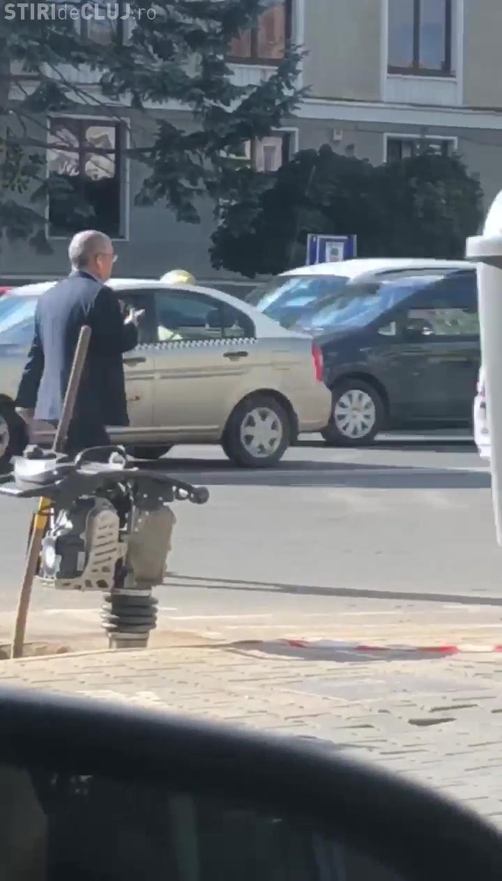 Cum a fost surprins Emil Boc joi dimineața! Clujenii l-au spionat și URMĂRIT - VIDEO