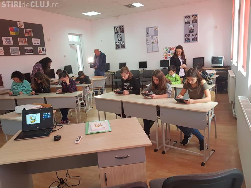 Laborator IT pentru elevii din Luna de Sus - Florești