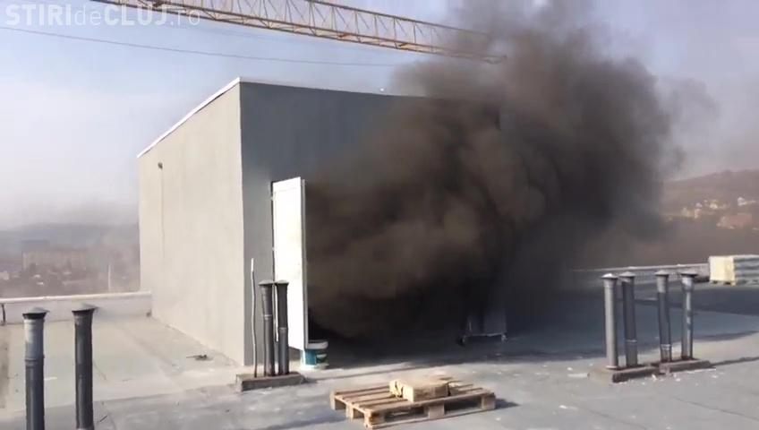 Incendiu puternic pe strada Oașului  / UPDATE: 45 de oameni evacuați - VIDEO