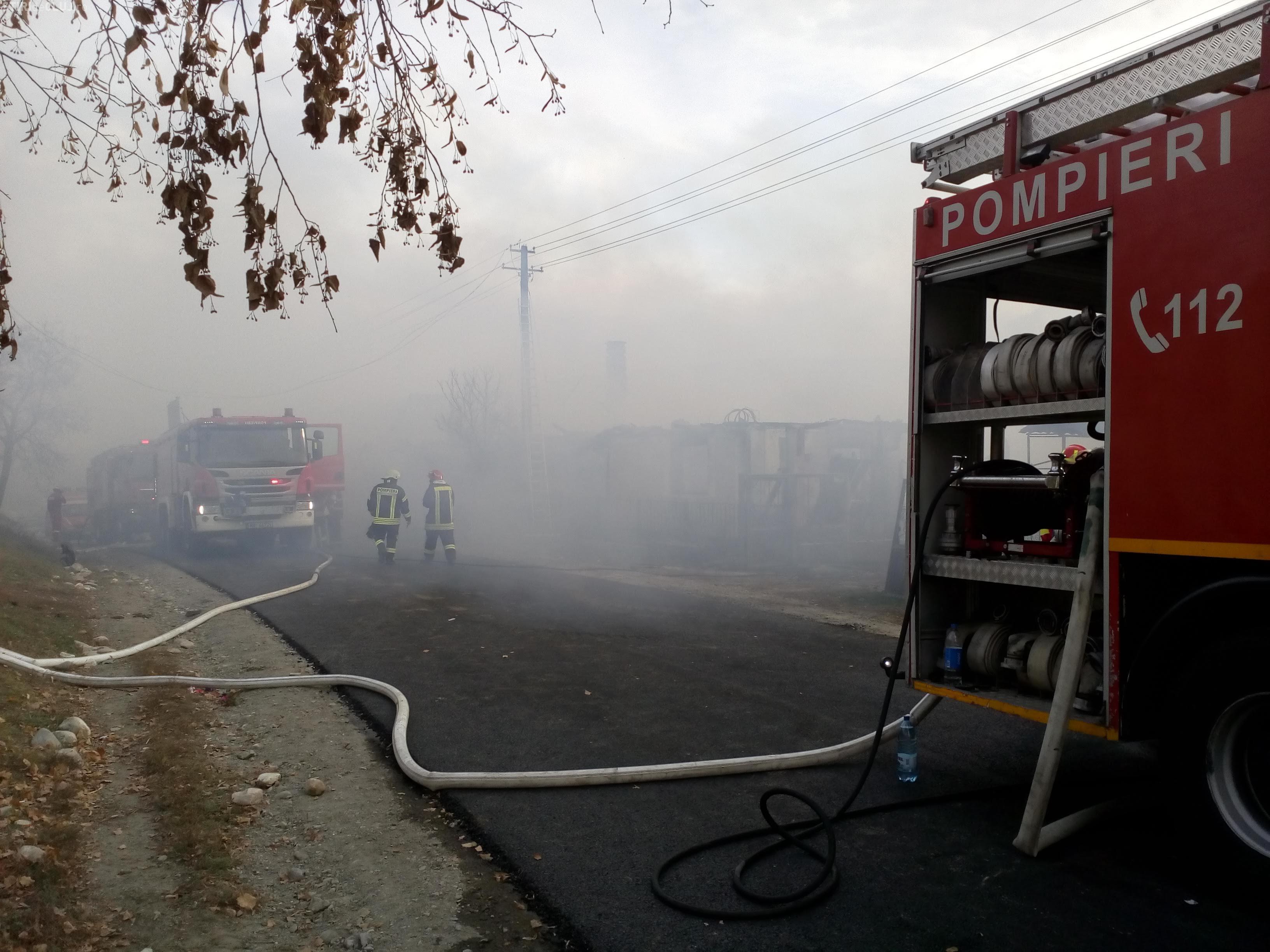 Trei incendii puternice la Cluj, într-o singură zi. Pompierii au avut peste 100 de intervenții în weekend FOTO/VIDEO