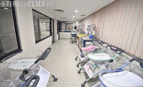 La o maternitate din România s-a născut un bebeluş cu două penisuri