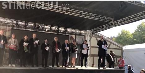 Aproape 4.000 de persoane au citit timp de 10 ore în centrul Clujului, încercând să doboare un record mondial VIDEO