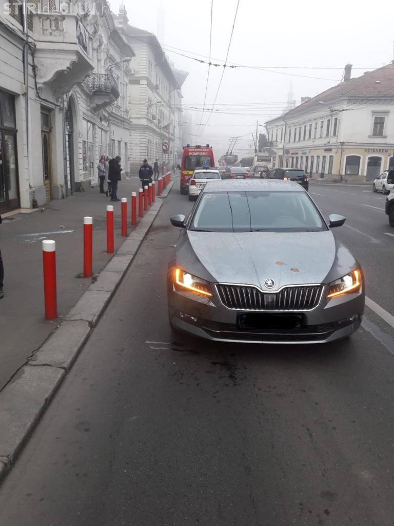 Accident pe Regele Ferdinand! Femeie lovită când fugea peste stradă - FOTO