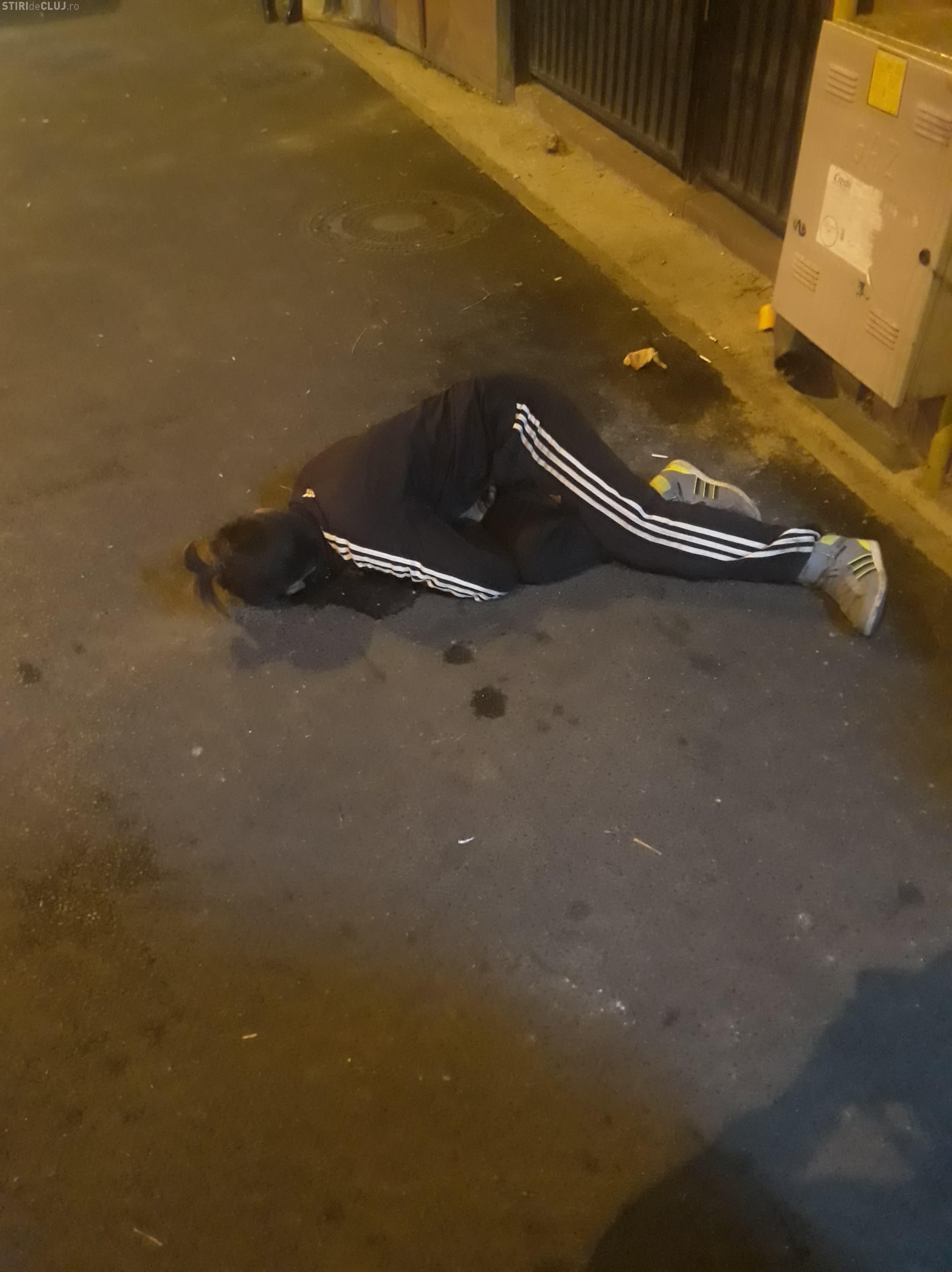 Drogați Zombie nu mai sunt o noutate pentru Cluj. Nimeni nu l-a ajutat - VIDEO