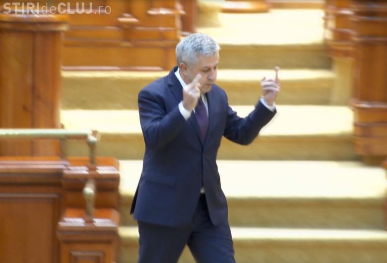 """VIDEO - Florin Iordache """"Altă întrebare"""" a arătat degetul mijlociu opoziției. S-a întâmplat în Parlament"""