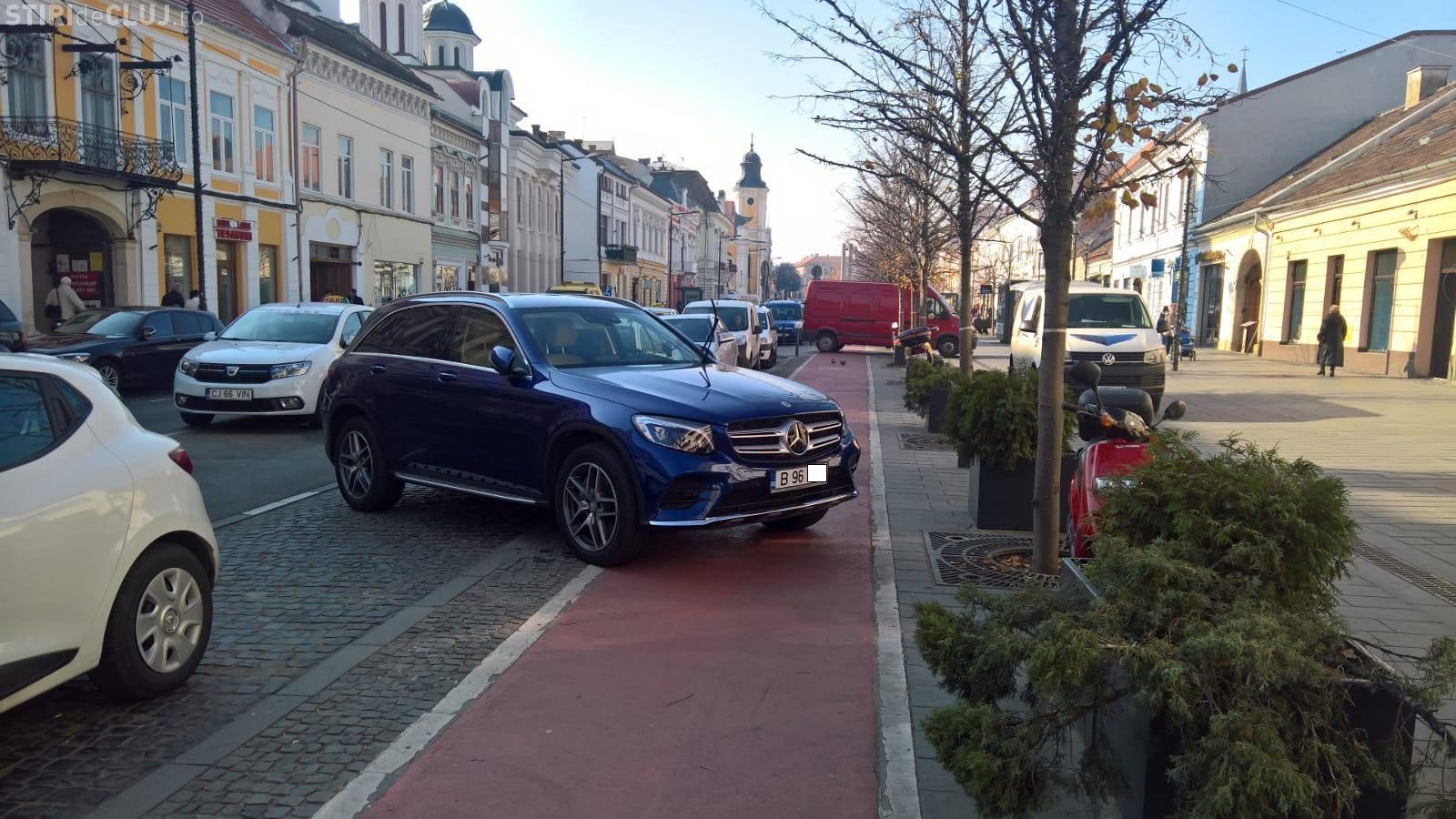 Parcare de șmecher pe Bulevardul Eroilor! A uitat că se află la Cluj - FOTO
