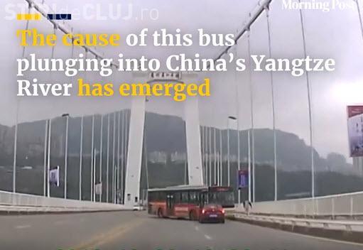 Accident cutremurător! Un autobuz a căzut de pe un pod. Șoferul se răfuia cu o pasageră - VIDEO