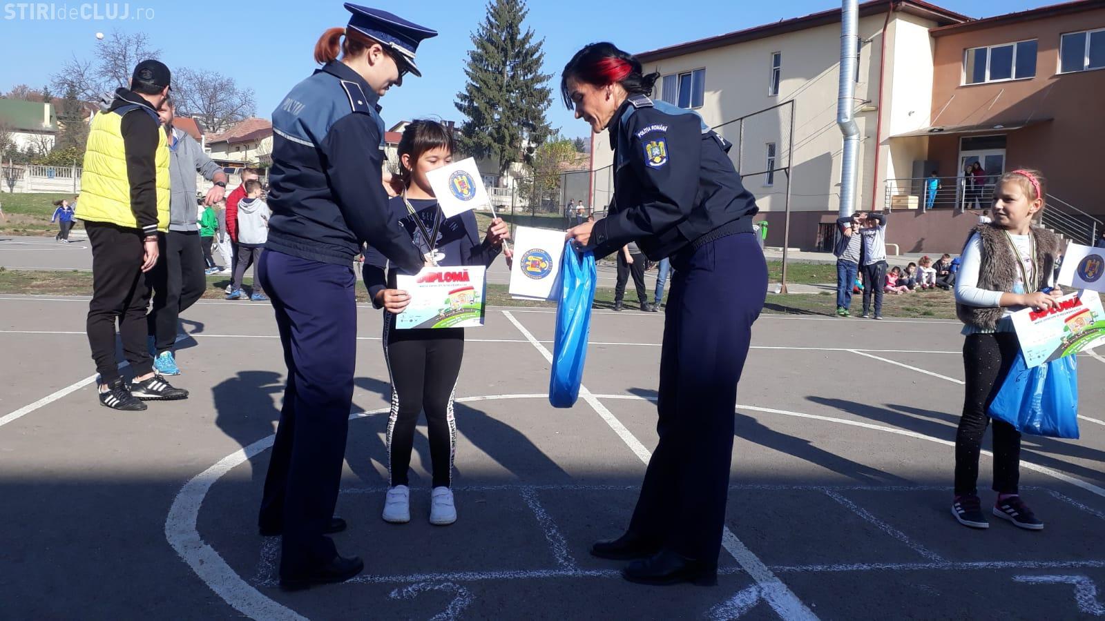 Polițiștii clujeni au stat de vorbă cu elevii despre bullying