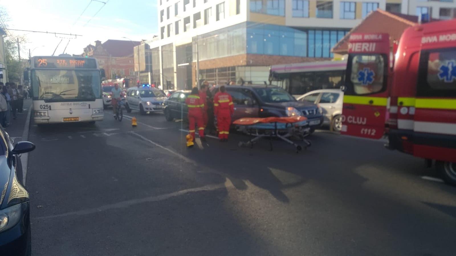Accident în lanț pe Calea Moților. O persoană a fost rănită FOTO