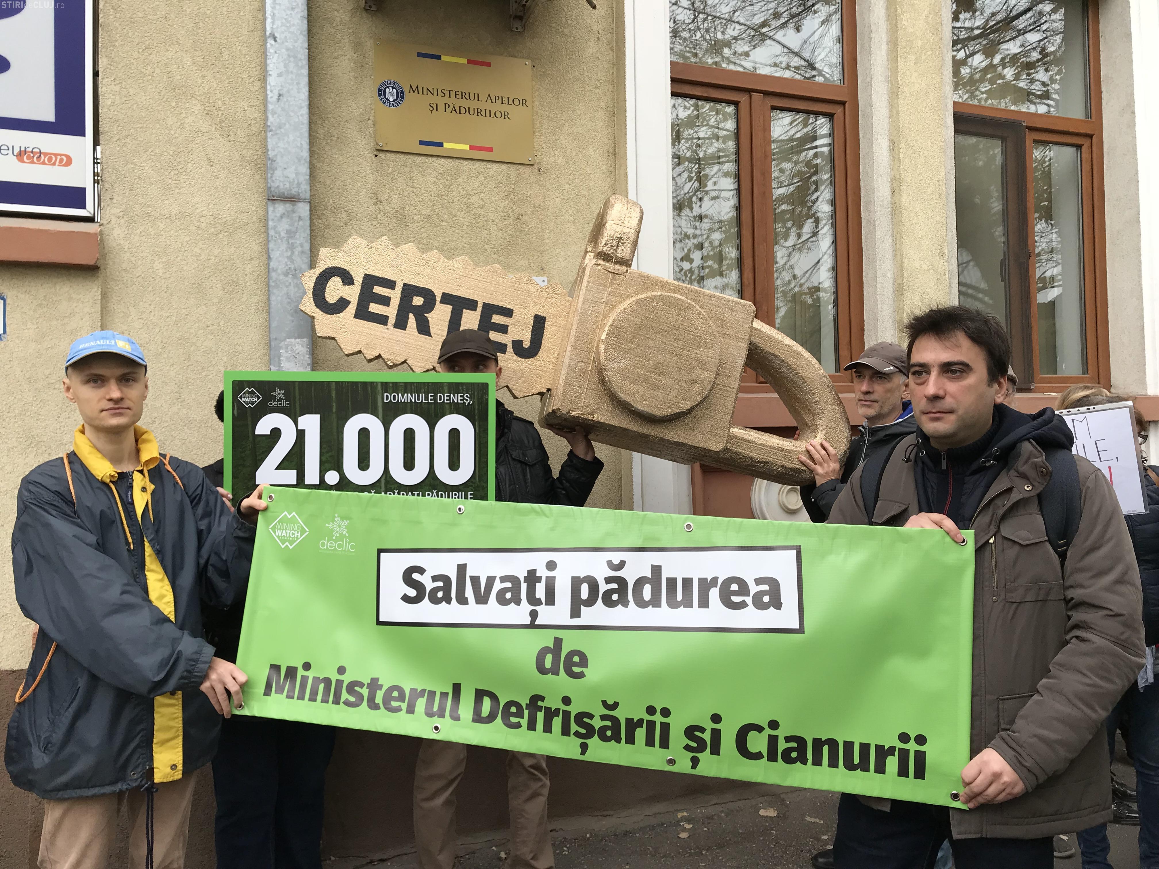 Societatea civilă a dus drujba de aur la Ministerul Apelor și Pădurilor