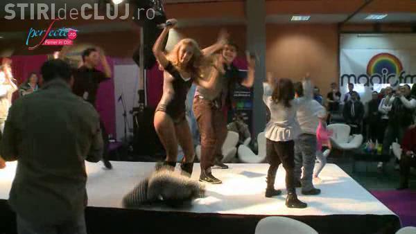 Andreea Balan, fara fusta in timpul unui concert - VIDEO!