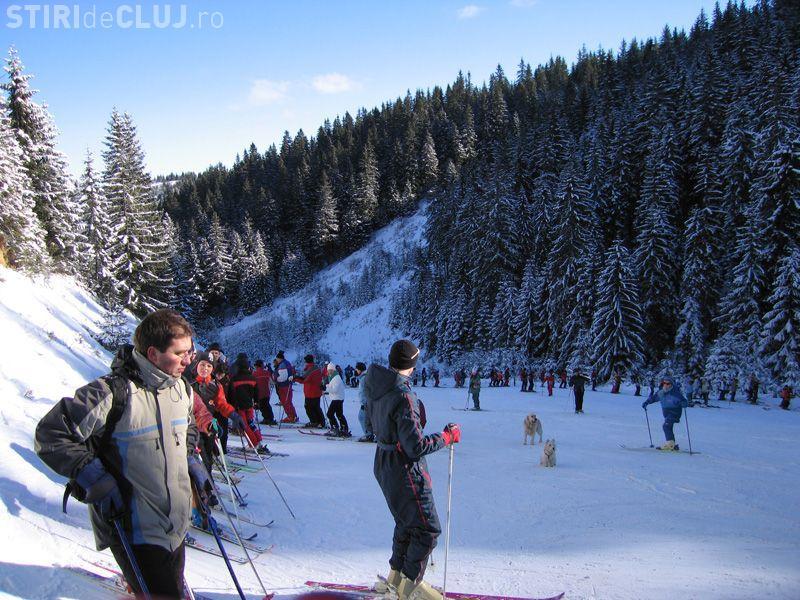 Zapada de 20 de cm in statiunea de la Baisoara. Partia este numai buna pentru schi