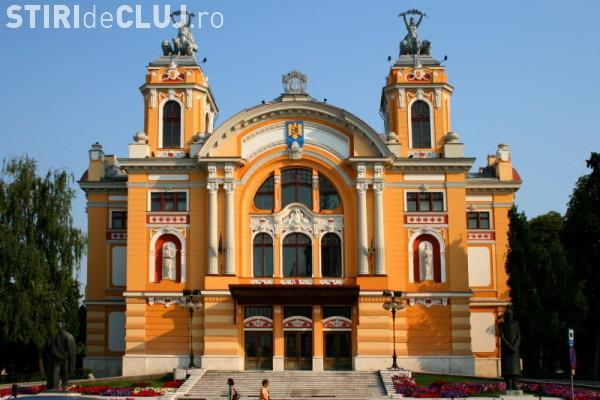 Teatrul National din Cluj va fi iluminat in albastru timp de o saptamana