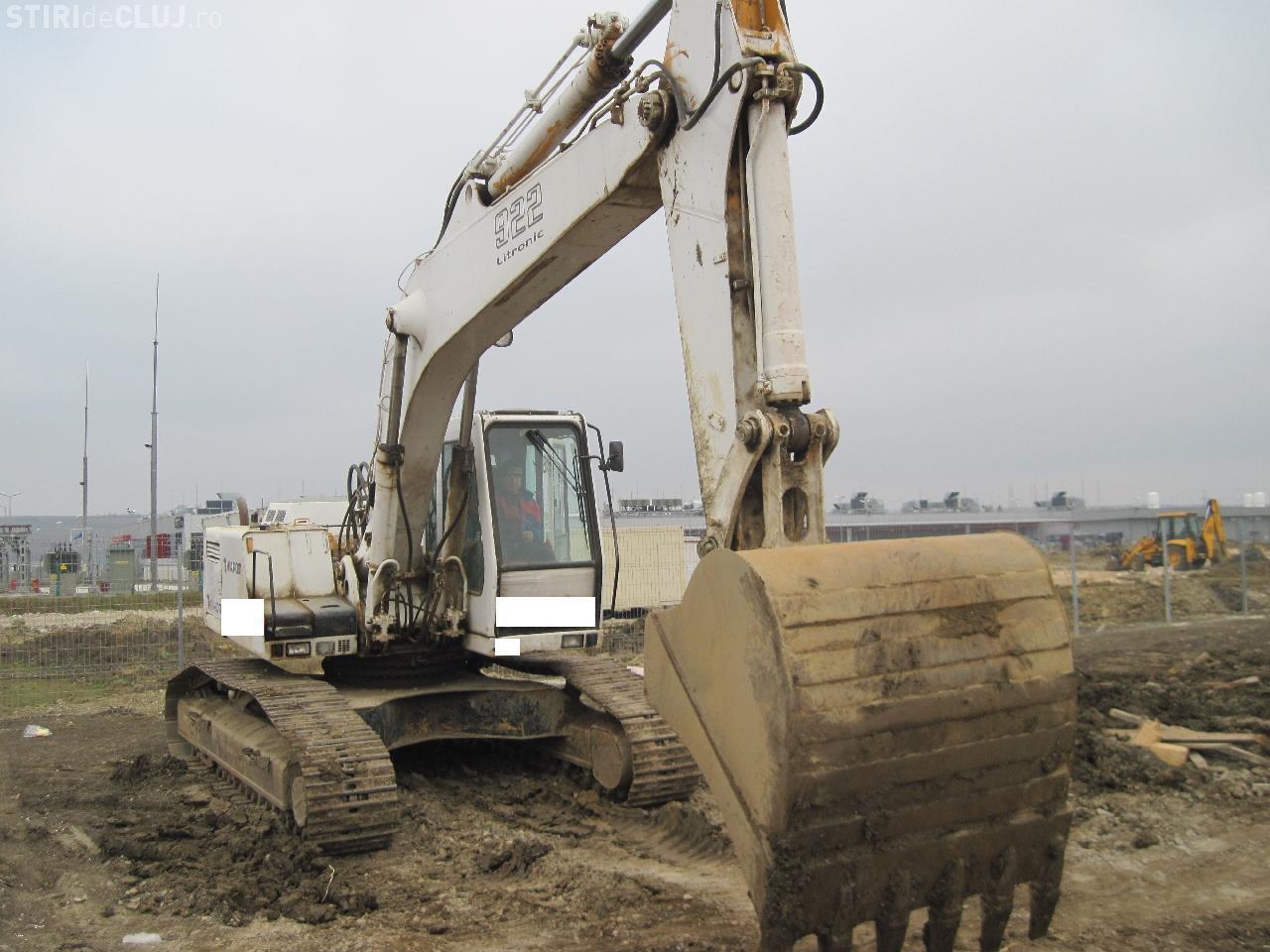 Hotii au furat excavatorul Primariei din Dej!