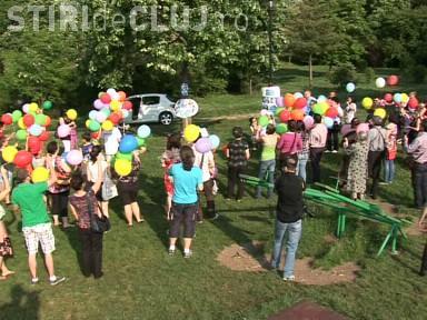 Ziua parintilor de inger, sarbatorita de EMMA si la Cluj! Parintii au eliberat baloane de pe Dealul Cetatuie - VIDEO