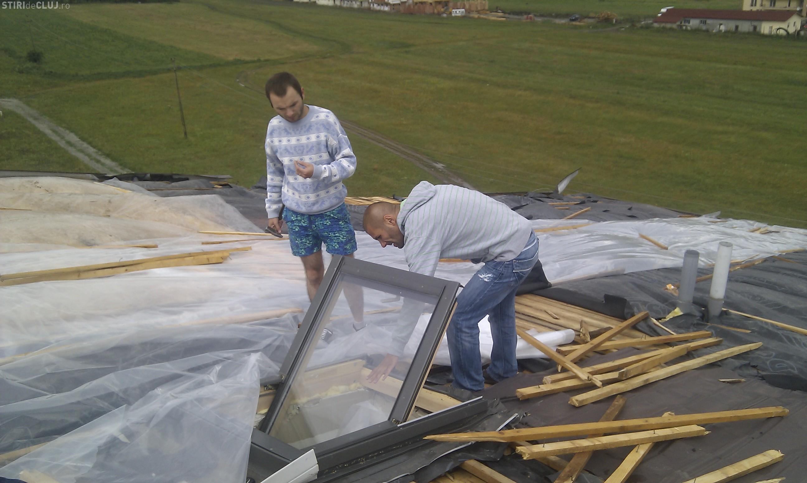 Doua blocuri din Floresti, de pe strada Teilor, au ramas fara acoperis in urma furtunii de vineri seara VIDEO si FOTO