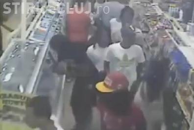 Jafuri in SUA, planuite pe internet! Zeci de tineri fura marfa din magazine in cateva minute VIDEO