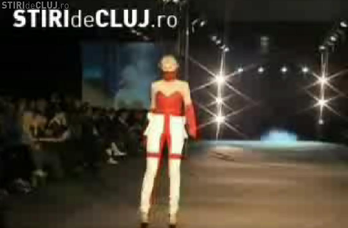 Haine desprinse din Star Trek si pantofi legati cu sarme la Cluj Fashion Week- VIDEO