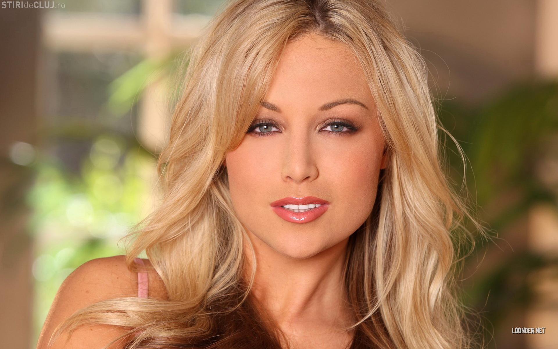 Порно с молоденькой грудастой блондинкой.
